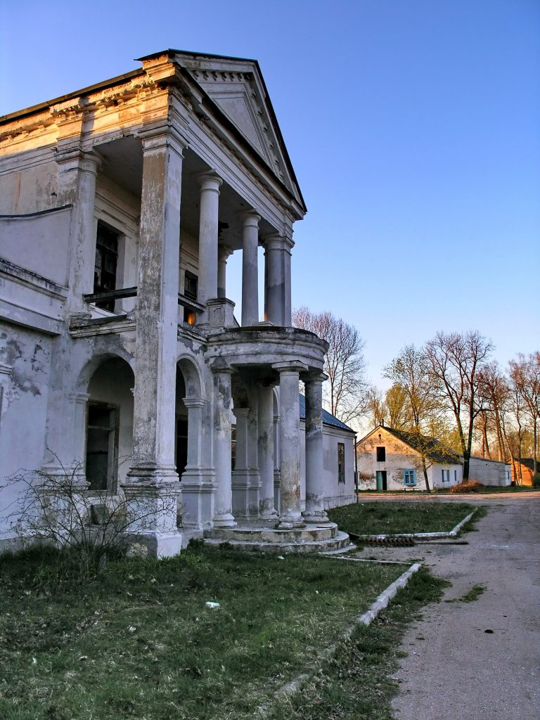count-house-in-diatlovo-belarus-1218986-2-768x1024
