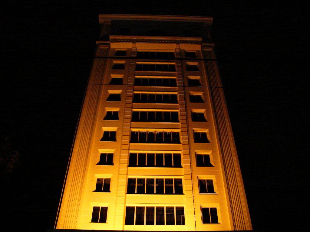 yellow-building-1561908