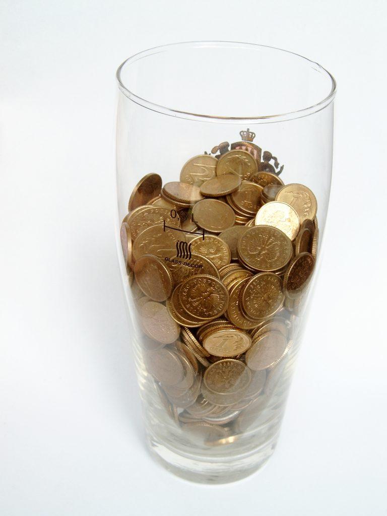 money-1537576-768x1024
