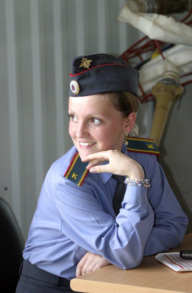 policewoman-1191043-673x1024