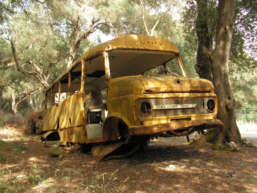 bus-wreck-1390308-1024x768