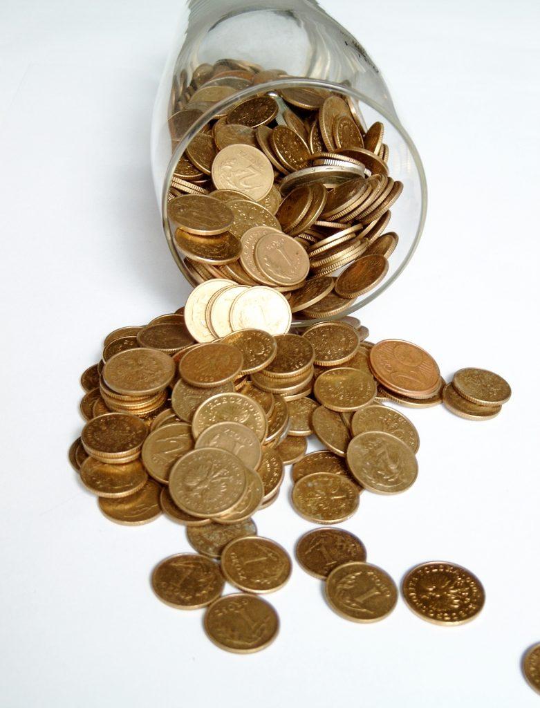 money-1537580-781x1024
