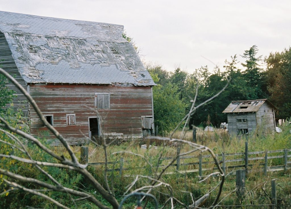 the-old-red-barn-1233750-1024x736