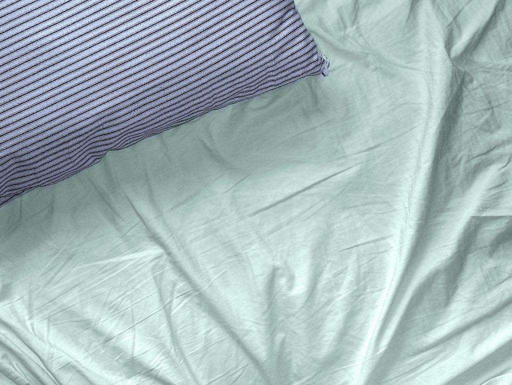 pillow-and-sheet-1499969-1024x769
