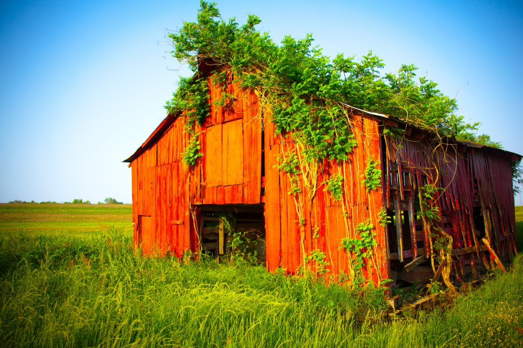 old-country-red-barn-1633768-1024x683