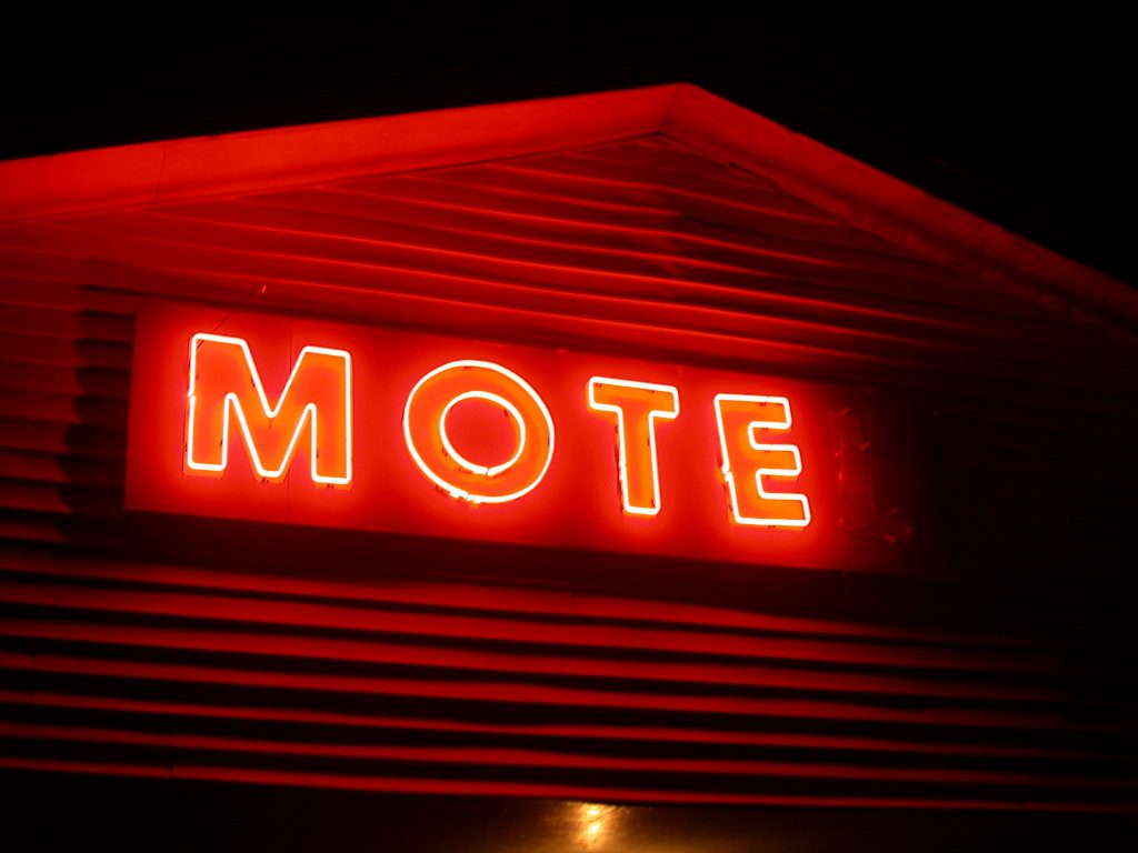motel-sign-1258206-1024x768