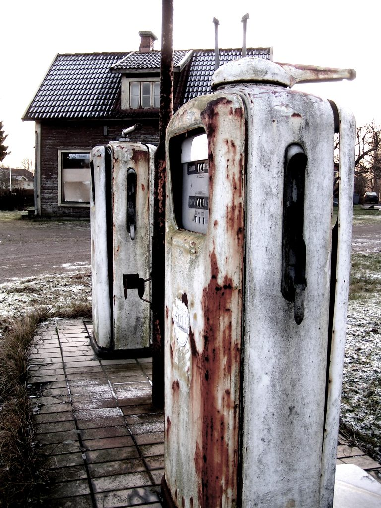 the-gas-station-1526346-768x1024