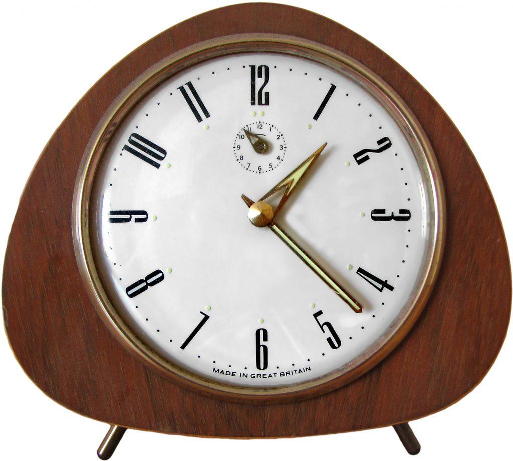 retro-clock-1422611-1024x919