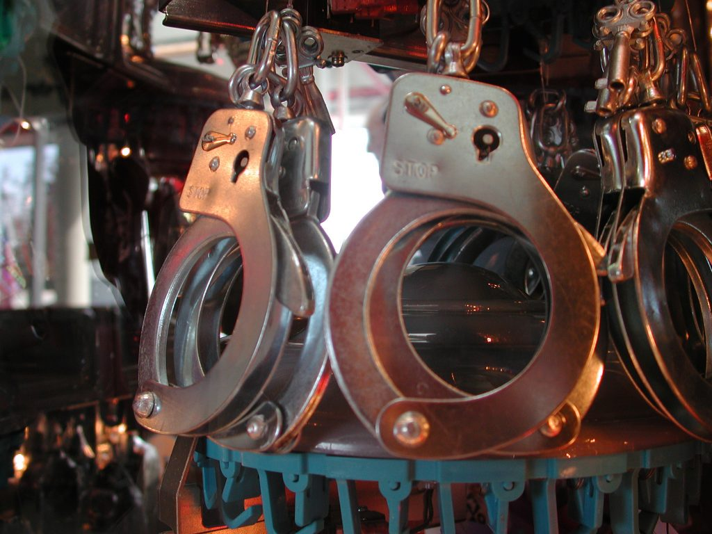 handcuffs-1484704-1024x768
