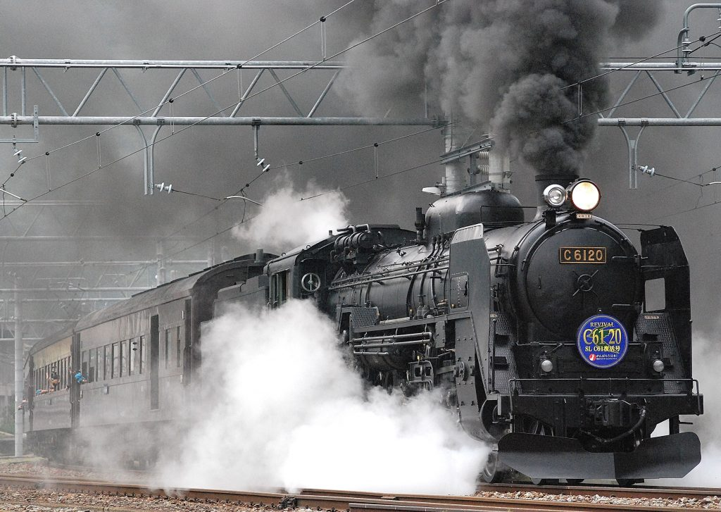 black-train-on-rail-and-showing-smoke-72594-1024x727